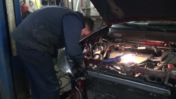 Réparation de voiture — Vidéo