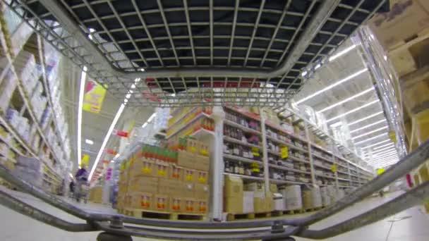 Shopping au supermarché — Vidéo