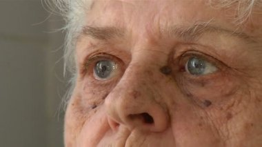 Eyes of an elderly woman — Stock Video