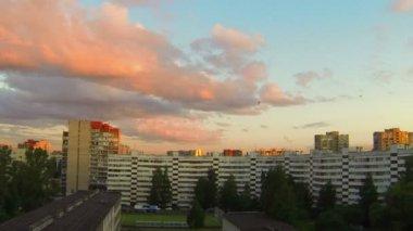 Fliegende wolken — Stockvideo