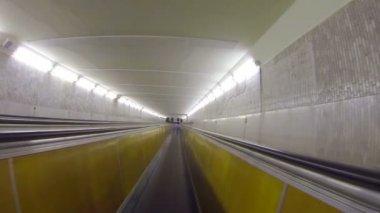 Ondergrondse horizontale transportband — Stockvideo