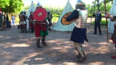 Battle sword fight medieval warriors — Stock Video