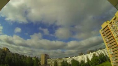 Nuvens voa — Vídeo Stock