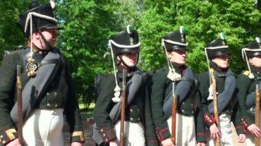 Rosyjskich żołnierzy podczas wojny z napoleonem. 1812 roku. rekonstrukcji historycznych — Wideo stockowe