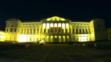 Museo ruso en la noche, san petersburgo, rusia — Vídeo de Stock