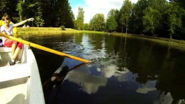 Paddle rowing water — Stock Video