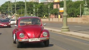 Driver and vehicle beetle — Vídeo de Stock