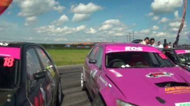 Cars are ready for racings — Stock Video