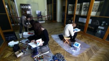 Artist Girls In The Museum Of Ethnography — Stock Video