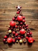 Christmas tree of red apples — Stockfoto