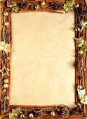Gold holly blätter mit kiefer-cone.frame — Stockfoto