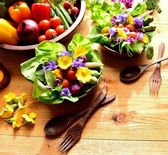 Fresh salad with vegetables — Stock Photo