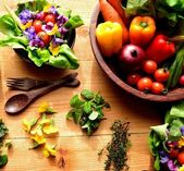 Fresh vegetables with salad — Stock Photo