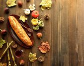 Pain avec de la nourriture italienne sur saison d'automne — Photo