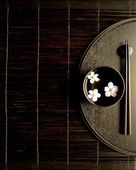 Black small bowl of cherry blossoms on Japanese black tray — Stock Photo