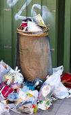 Trashcan with lots of garbage — Stock Photo