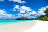 White coral beach sand and azure indian ocean. — Stock Photo