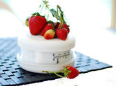 Red Ripe Strawberries On A Scale — Stock Photo