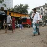 Street Life - Slums in Bombaby, Mumbai, India — Stock Photo #11817784
