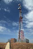 Tour de signal de téléphone cellulaire - rock abela, ouganda, afrique — Photo