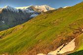 Picos de montanha de neve — Foto Stock