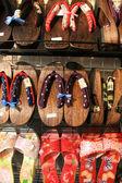 Sandalias japonesas - asakusa, ciudad de tokio, japón — Foto de Stock