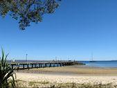 Pier op tropische strand - fraser eiland, unesco, australië — Stockfoto
