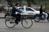 Le strade trafficate di hanoi, vietnam — Foto Stock