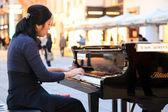 Pianista soryang en viena, austria — Foto de Stock