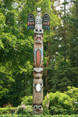 Totem Pole - Butchart Gardens, Victoria, BC, Canada — Stock Photo