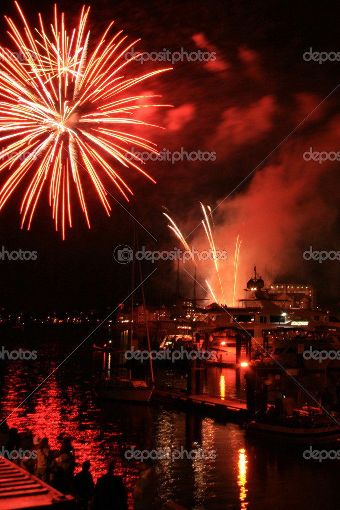 Fireworks Display in Victoria Harbour, BC, Canada — Stock Photo #14388625