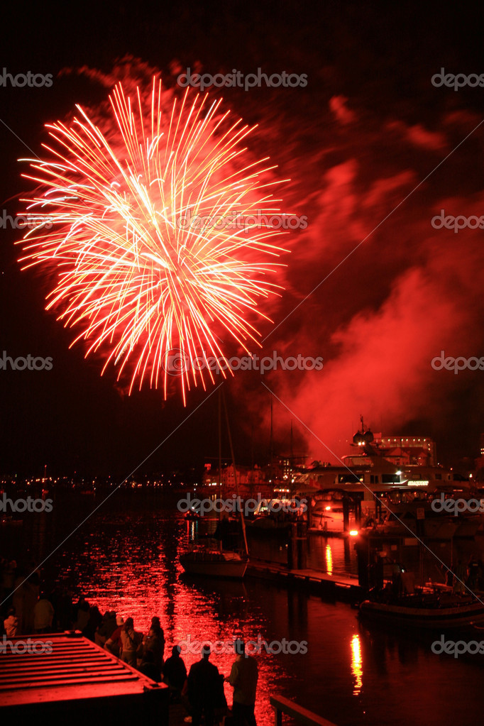Fireworks Display in Victoria Harbour, BC, Canada — Stock Photo #14388627