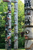 Totem Pole in Thunderbird Park, Victoria, BC, Canada — Stock Photo