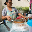 Frau preparing Food, bangkok — Stockfoto