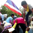 BANGKOK, THAILAND - DECEMBER 9 2013: After marching from various points in Bangkok, Thai people come together at Government House. Protesters swarm over and destroy concrete barriers. — Stock Video #37098637