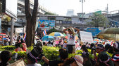 BANGKOK - JANUARY 13 2014: Protesters against the government ral — Stock Photo