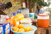 Local man sells oranges and refreshments — Stock Photo
