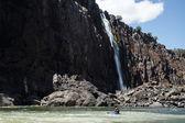 Extreme kayaker attempts Zambezi river — Stock Photo
