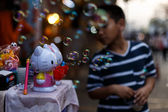 Boy playing with bubbles at market Chatuchak — Stock Photo