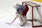 Gardien de hockey pendant les essais — Photo