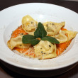 Fresh tortelloni on a plate — Foto Stock