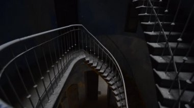 Grunge stairs in an old, dark building — Stock Video