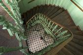 Oude, retro en groene trap — Stockfoto