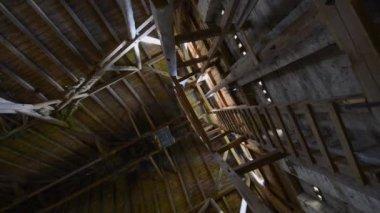 Stary dach stodoły drewniane — Wideo stockowe