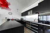 现代的黑色和白色厨房内部 — 图库照片
