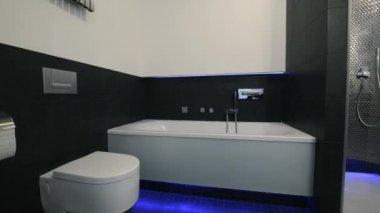 Moderní koupelny interiér — Stock video