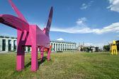 Moderne skulpturen vor dem obersten gericht in warschau — Stockfoto