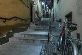 Gamla gatan heter stentrappan på gamla stan i warszawa — Stockfoto