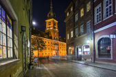 Old Town street at night with view to Royal Palace in Warsaw — Stock Photo