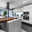 Modern luxury white kitchen — Stockfoto